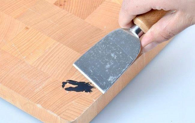 Imagine intitulată Îndepărtarea vopselei acrilice din lemn Pasul 7