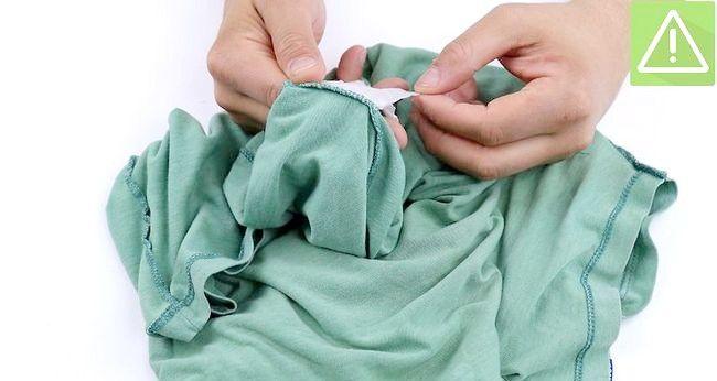 Imaginea intitulată Eliminați vopseaua din haine Pasul 12