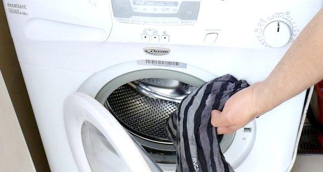 Imaginea intitulată Eliminați vopseaua din haine Pasul 5