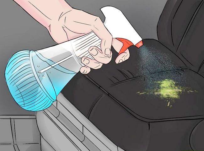 Imaginea intitulată Eliminați vopseaua de pe un scaun auto din piele Pasul 1