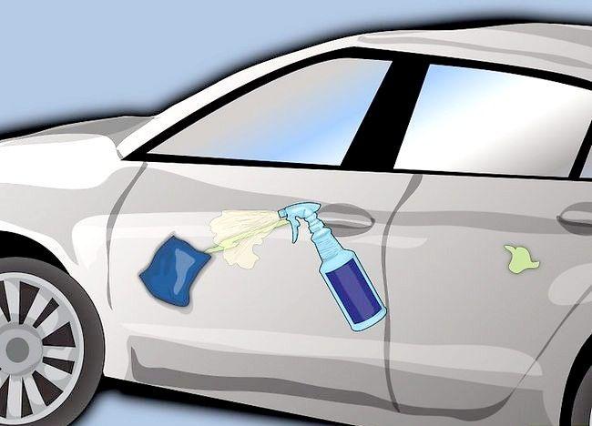 Imaginea intitulată Eliminați vopseaua care a fost uscată pe ușa mașinii Pasul 6