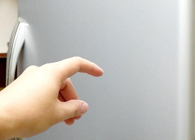 Imaginea intitulată Îndepărtați o zgârietură de la o ușă frigorifică din oțel inoxidabil Pasul 1