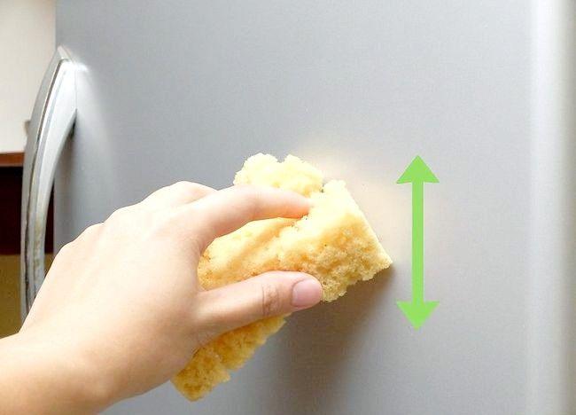 Imagine intitulată Îndepărtați o zgârietură de la o ușă frigorifică din oțel inoxidabil Pasul 2