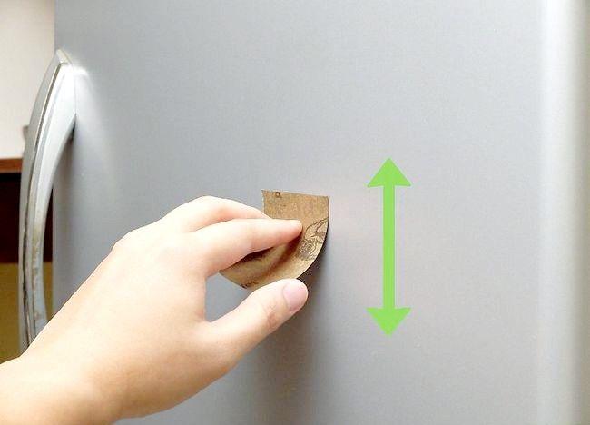 Imaginea intitulată Îndepărtați o zgârietură de la o ușă frigorifică din oțel inoxidabil Pasul 7