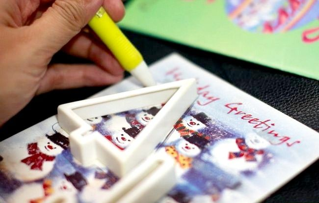 Imaginea intitulată Recycle Christmas Cards Step 6