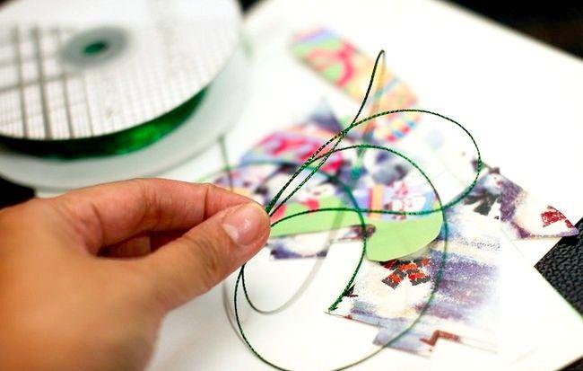 Imagine intitulată Recycle Christmas Cards Pasul 7
