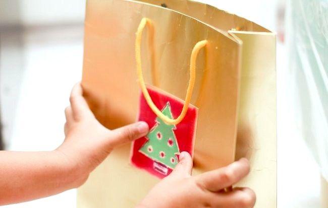 Imaginea intitulată Recycle Christmas Cards Step 12