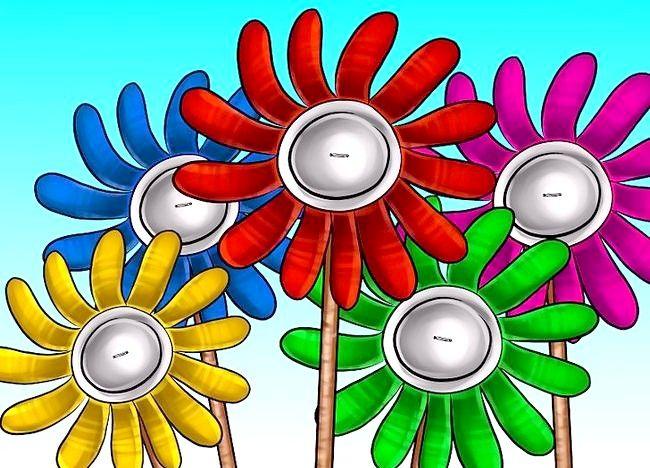 Imaginea intitulată Recycle Bins to Make Garden Decor Pasul 9