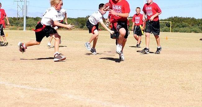 Imaginea intitulată Îmbunătățiți-vă eficiența în alergarea înapoi în fotbal Pasul 3