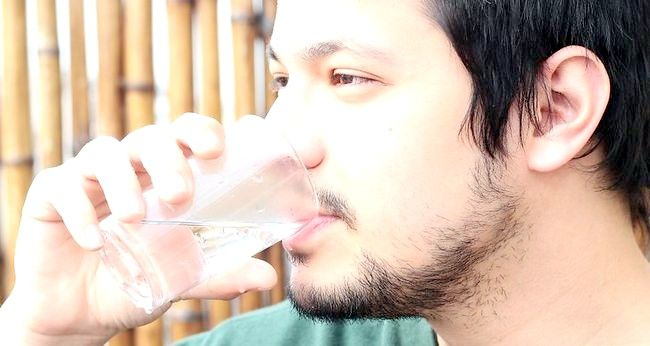 Imagine intitulată Obțineți pielea sănătoasă, strălucitoare (bărbați) Pasul 8