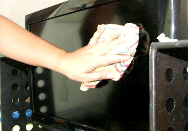 Imaginea intitulată Eliminați guma de mestecat de pe ecranul televizorului LCD Pasul 6