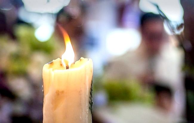 Imaginea intitulată Fotografiați cu lumina lumânărilor Pasul 8