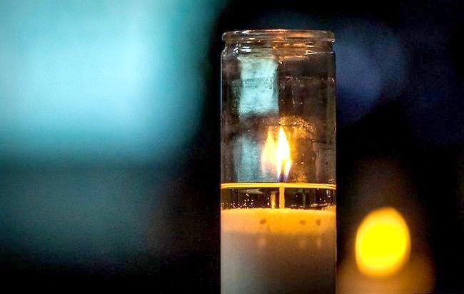 Imaginea intitulată Fotografiați cu lumina lumânărilor Pasul 2