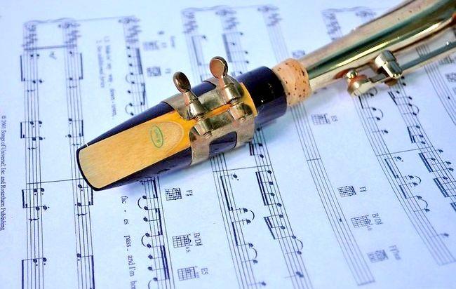 Imagine intitulată Play Saxophone Jazz Step 3