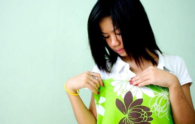 Imaginea intitulată Efectuați o rochie dintr-o foaie de pat fixată Pasul 12