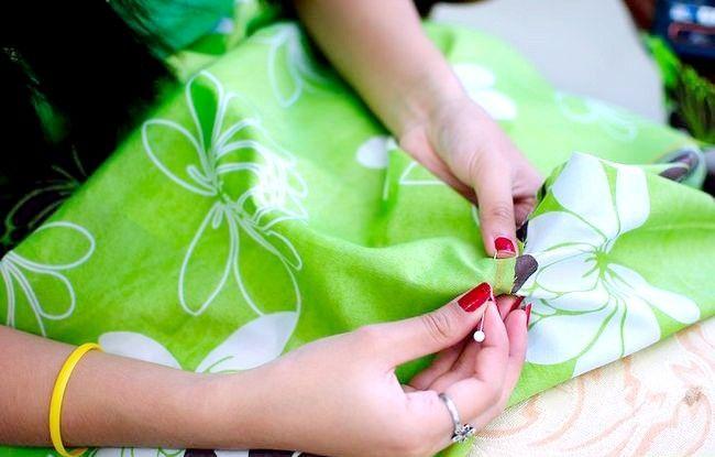 Imaginea intitulată Faceți o rochie de pe o foaie de pat fixată Pasul 14