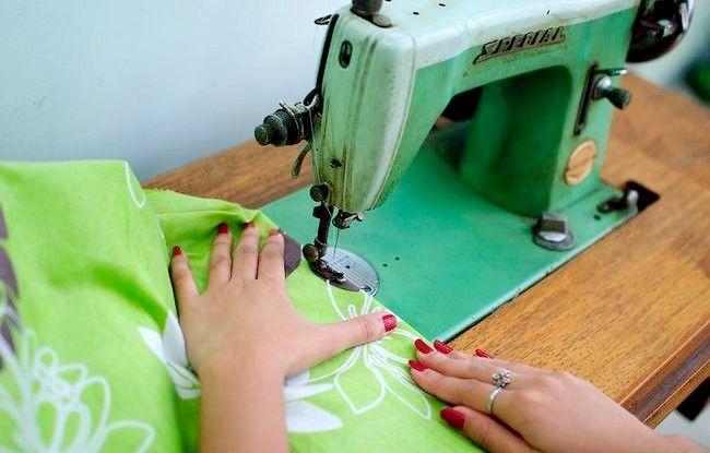Imaginea intitulată Faceți o rochie dintr-o foaie de pat fixată Pasul 17