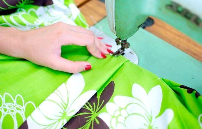 Imaginea intitulată Faceți o rochie dintr-o foaie de pat fixată Pasul 28