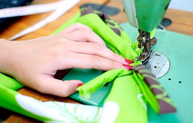 Imaginea intitulată Faceți o rochie de pe o foaie de pat fixată pasul 30