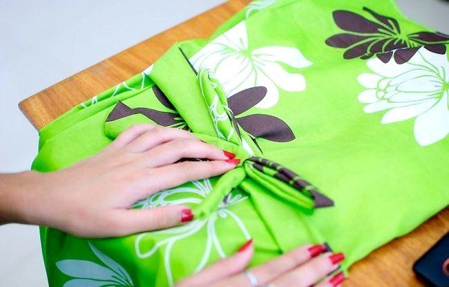 Imaginea intitulată Faceți o rochie de pe o foaie de pat fixată Pasul 31