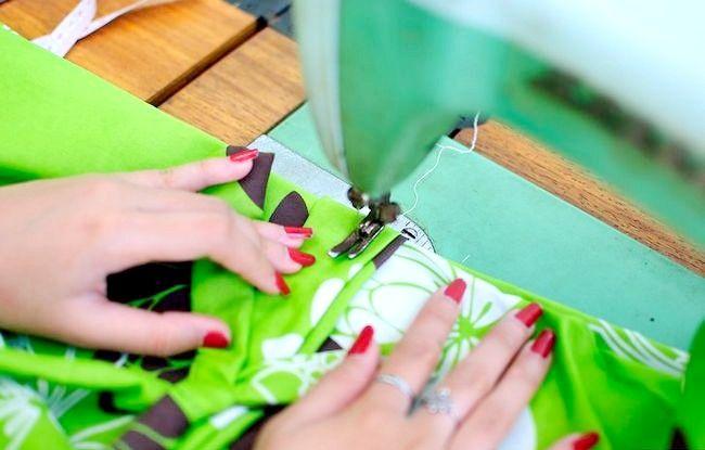 Imaginea intitulată Faceți o rochie de pe o foaie de pat fixată