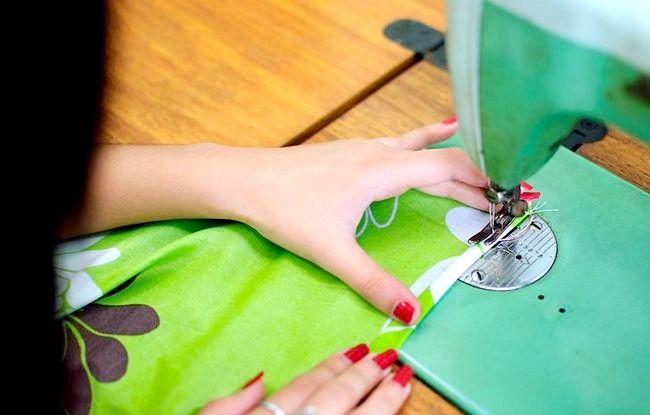 Imaginea intitulată Faceți o rochie de pe o foaie de pat fixată Pasul 8