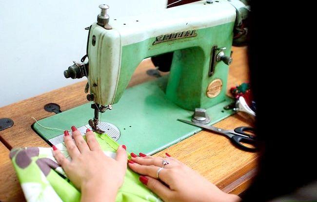 Imaginea intitulată Faceți o rochie de pe o foaie de pat fixată Pasul 10