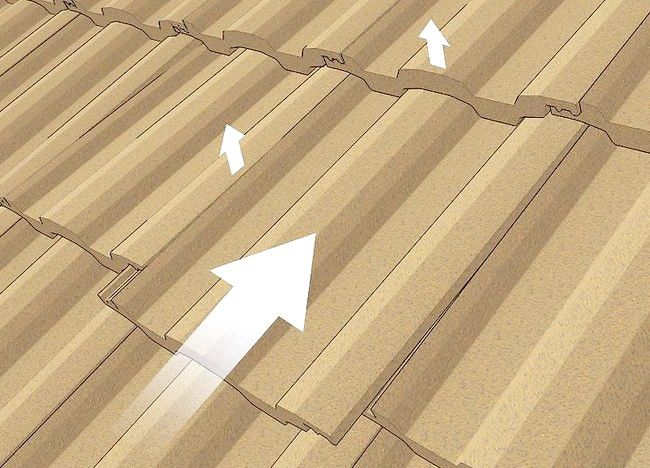 Imaginea intitulată Schimbați o placă de acoperis Pasul 4