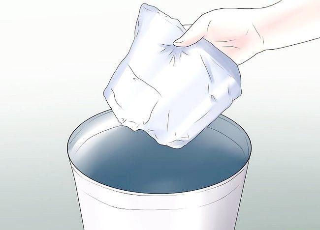 Imaginea intitulată Aplicați plăcuțele de incontinență Pasul 3