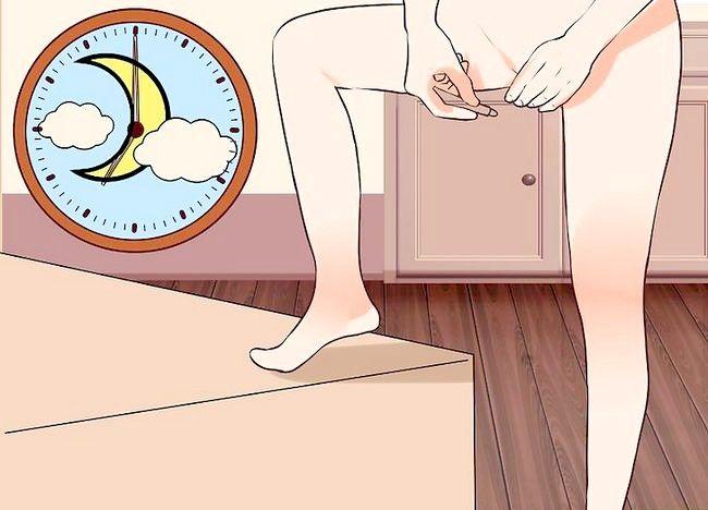 Imagine intitulată Inserați supozitoare vaginale Pasul 9