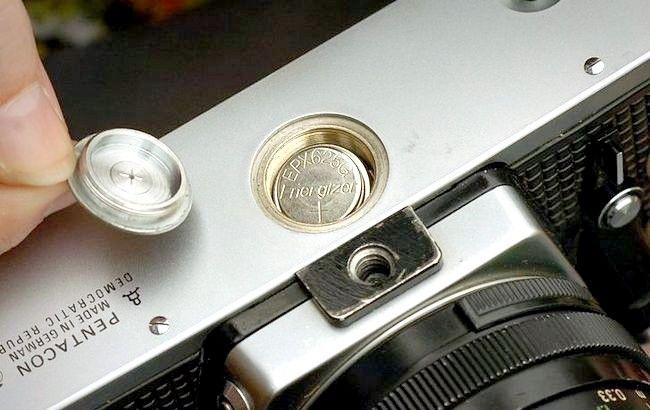 Imaginea intitulată 02_Fitting_new_battery_645.JPG
